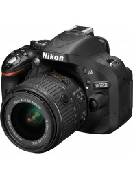 Nikon D5200 cu Obiectiv 18-55mm VRII